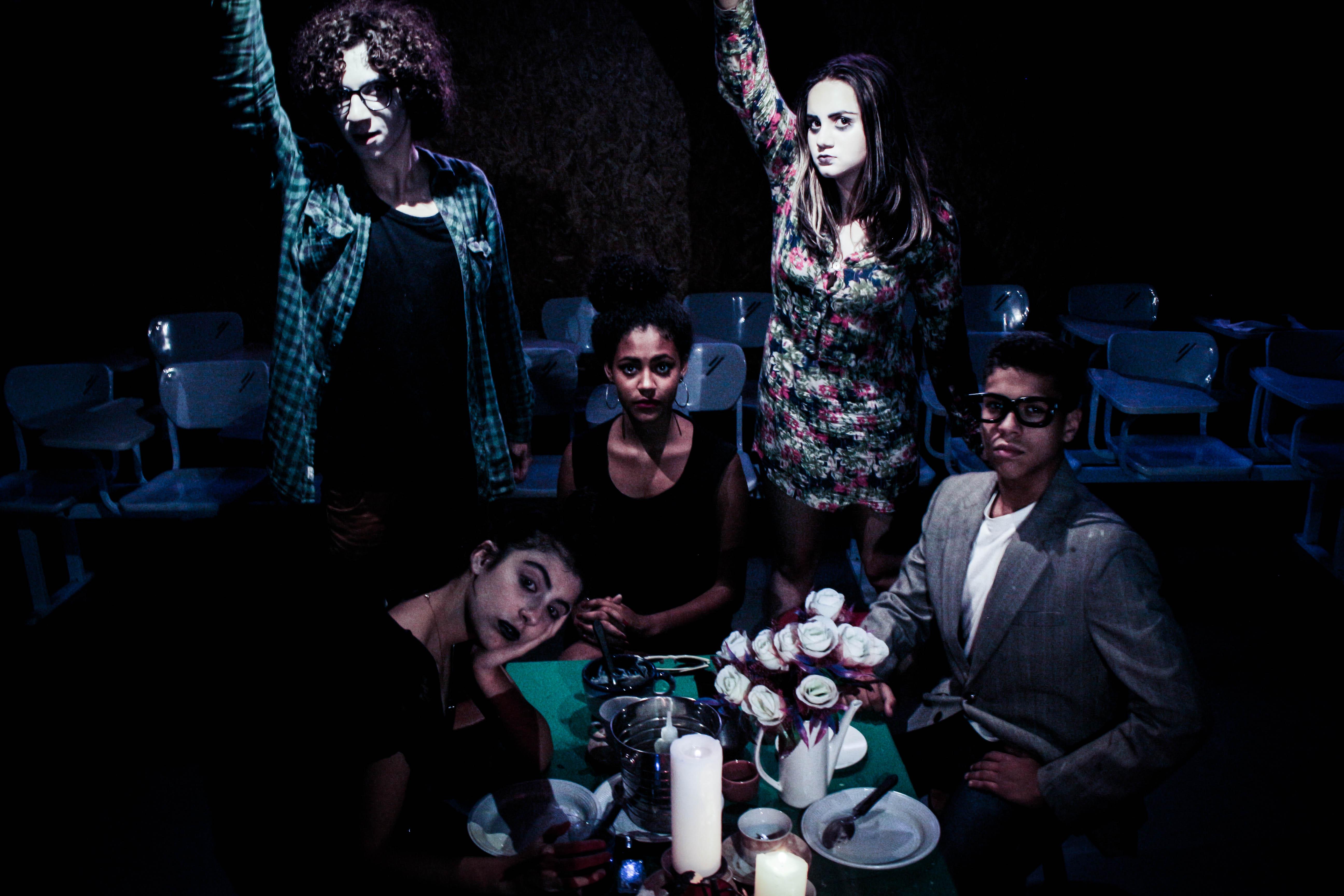 Os fantasmas assombram a família Deets