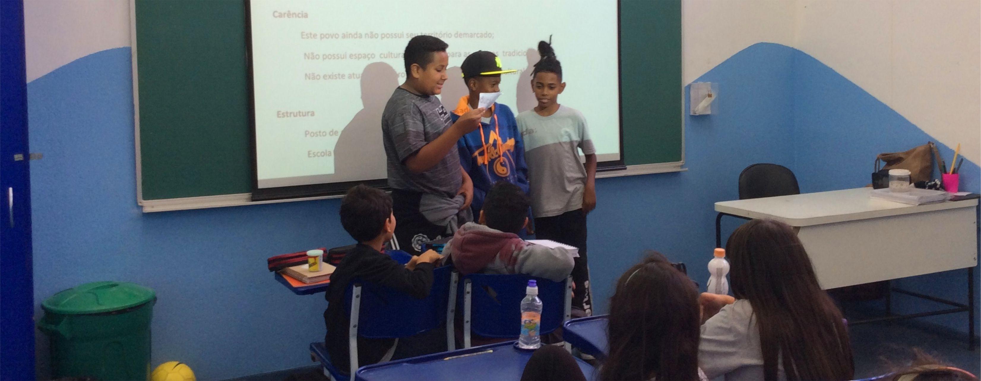 Os poemas foram apresentados para todas as turmas na sala de aula