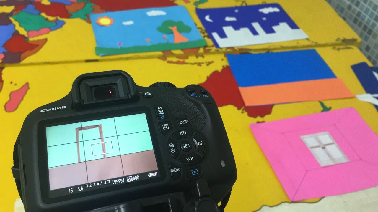 Fotografia de desenhos dos alunos integral