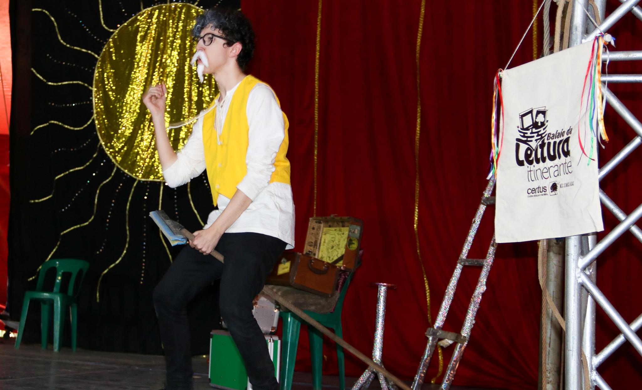 Fundamental I assiste encenação de Dom Quixote de Miguel de Cervantes no Circo di Napoli pelo projeto Balaio de Leitura Itinerante montado pelo Tecer grupo de Teatro do colégio Certus