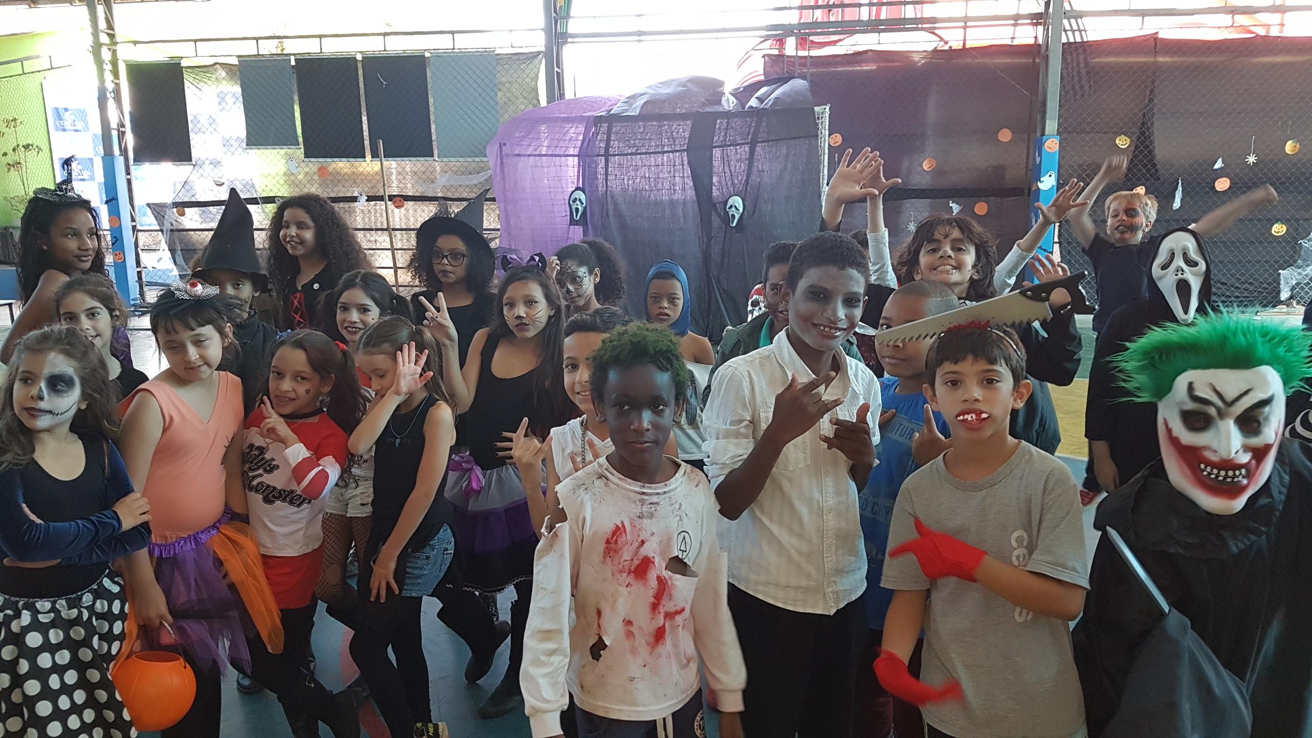 Comemoração do Halloween no Dia das-bruxas une as disciplinas de inglês e esporte da educação física do fundamental do Certus